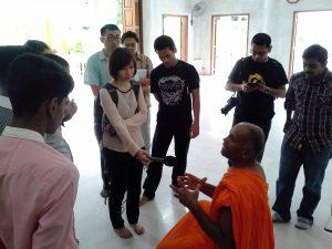 Konvoi Rumah Ibadat anjuran Kavyan membantu peserta lebih memahami ajaran Buddha.