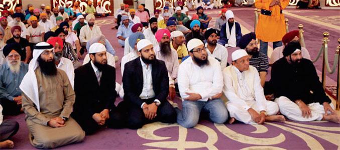 Tetamu dari Pusat Islam Al Manar di Gurdwara Guru Nanak Darbar. Gambar: Khaleej Times