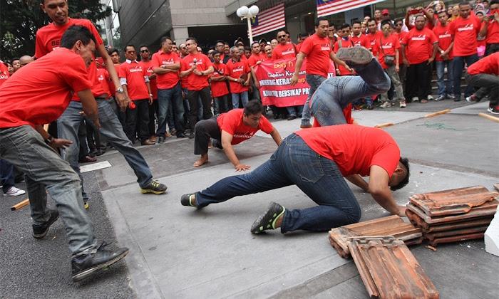 Baju Merah Patriot